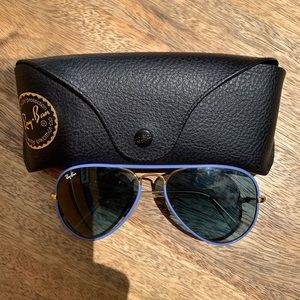 Ray Bans (blue rim)